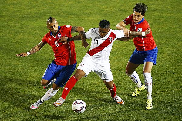 El principal recurso de Chile es conocido: la posesión. (Foto: AP)