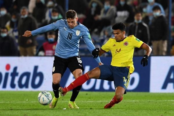 Díaz tapa la subida de Valverde. Todos en Colombia se multiplicaron para la marca. (Foto: AFP)