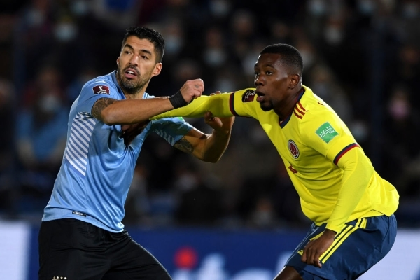 Suárez fue opacado por la zaga colombiana, en especial por Cuesta, el mejor del campo. (Foto: AFP)