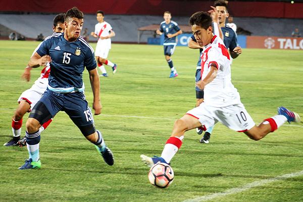 Perú fue un mar de dudas ante Argentina y el saldo se transformó en un 3-0 en contra (Foto: prensa FPF)