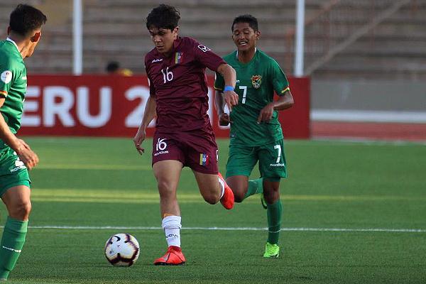 Aramburu salió usualmente bien desde el fondo venezolano, aunque toda esa zona falló en el tercer gol boliviano. (Foto: Pedro Monteverde / DeChalaca.com)