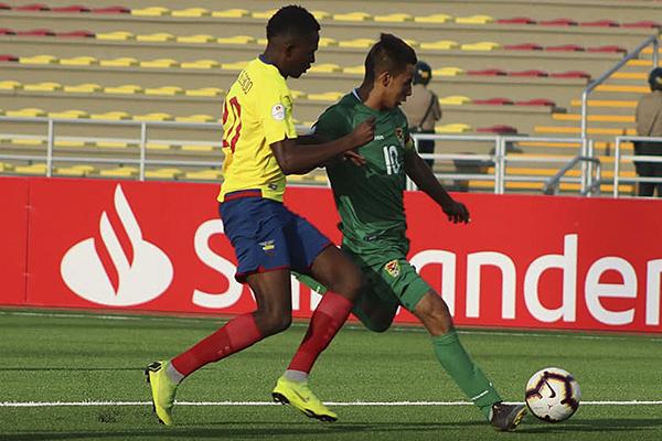Robson Tomé usa la '10' y es el capitán de Bolivia. Demostró sus condiciones. (Foto: CPM)
