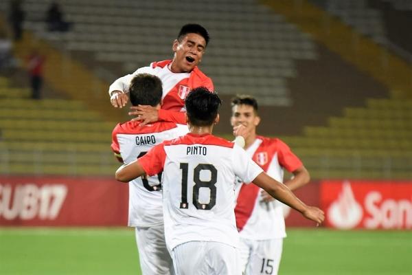Los ingresos de Pinto y Burlamaqui fueron fundamentales para que todo el país acabara celebrando con ambos el gol definitivo de Caipo. (Foto: Álex Melgarejo / DeChalaca.com)