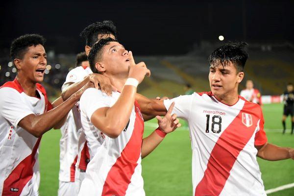 Celi y el saludo a su padre en el cielo tras el segundo gol peruano. (Foto: Álex Melgarejo / DeChalaca.com)