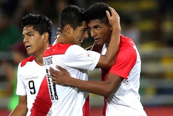 La Torre apenas si apareció en la celebración del gol de Figueroa. (Foto: Prensa FPF)