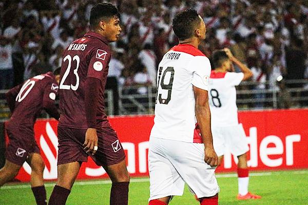 Jeriel de Santis ingresó y estuvo cerca de marcar diferencias. (Foto: Fabricio Escate / DeChalaca.com)