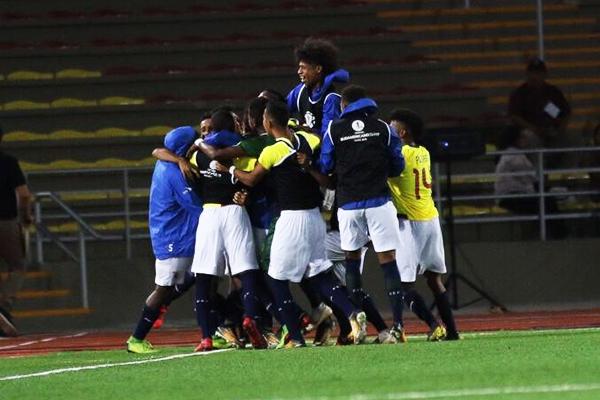 El gol de Adrián Mejía provocó la alegría de todo el banco de suplentes de Ecuador. (Foto: Pedro Monteverde / DeChalaca.com)