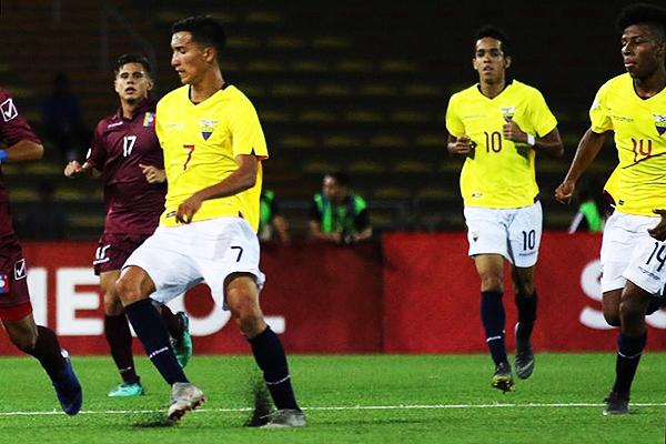 Johan Mina ingresó con la '10' en Ecuador y le cambió la cara al ataque ecuatoriano. (Foto: Pedro Monteverde / DeChalaca.com)