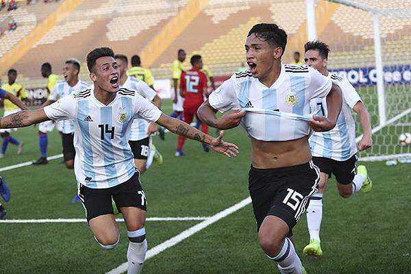 A despecho de su menor estatura relativa, los argentinos acabaron festejando: el gol de Fernández fue una buena muestra. (Foto: Prensa Sudamericano Sub-17)