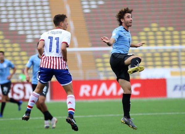 Noguera fue el mejor del campo. Acá va al salto con Milans. (Foto: Álex Melgarejo / DeChalaca.com)