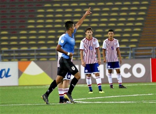 Olivera, con el brazo en alto, celebra su tanto de empate parcial. Lo sufren Ortiz y Galarza. (Foto: Pedro Monteverde / DeChalaca.com)