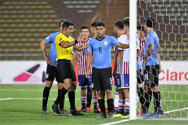 El chileno Garay puso orden sin mayores aspavientos y mantuvo los ánimos en calma. (Foto: Pedro Monteverde / DeChalaca.com)