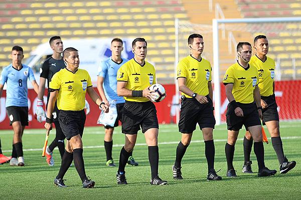 El chileno Garay no estuvo mal, pero cometió un error determinante. (Foto: Pedro Monteverde / DeChalaca.com)