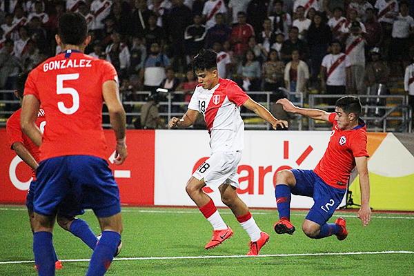 Pinto deja atrás a Tati y encara a Pizarro. (Foto: Álex Melgarejo / DeChalaca.com)