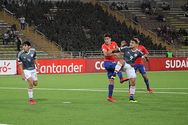 Duarte se impone ante la presión de Tati. (Foto: Fabricio Escate / DeChalaca.com)