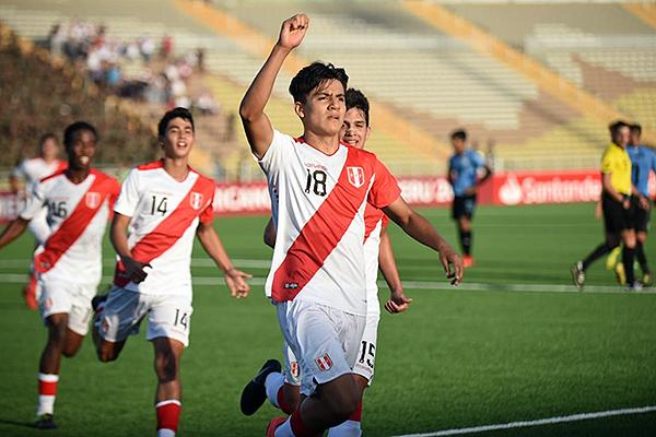 Pinto anotó un doblete y fue el hombre determinante del partido. (Foto: Álex Melgarejo / DeChalaca.com)