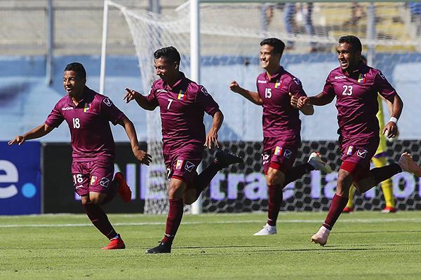 En medio de un día complicado para el país, Venezuela celebra el gol de Jesús Vargas y el boleto al hexagonal final. (Foto: Conmebol)