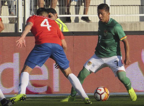 Jhon García fue un dolor de cabeza para Álex Ibacache, quien pasó mayores apuros en el primer tiempo. (Foto: Aldo Ramírez / DeChalaca.com, enviado especial a Rancagua)