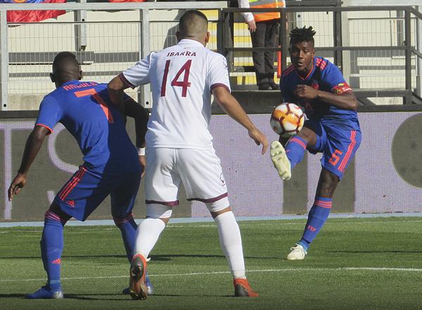 Yeller Gómez tuvo algunos apuros para salir jugando desde la banda izquierda. (Foto: Aldo Ramírez / DeChalaca.com, enviado especial a Rancagua)