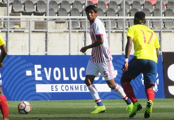 Alexis Duarte tuvo pocos espacios para salir jugando. Ecuador presionó y liquidó. (Foto: Aldo Ramírez / DeChalaca.com, enviado especial a Talca)