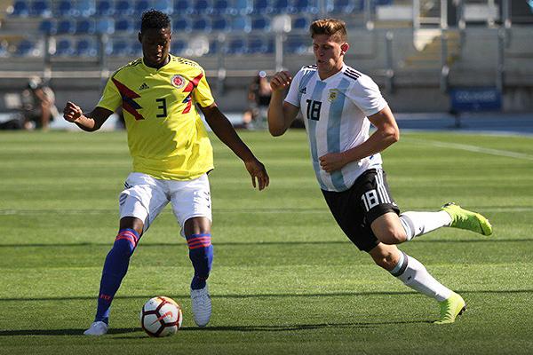 Reyes versus Gaich: un cara a cara que el ariete argentino ganó por demolición. (Foto: Prensa Sudamericano Sub-20)