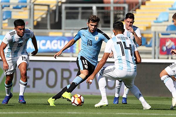 Nicolás Schiappacasse apareció sobre el final para el descuento uruguayo. Sigue con vida en el Hexagonal. (Foto: Conmebol)
