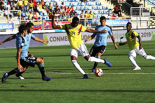 Jader Valencia se prepara para sacar el disparo, pero sin mayor fortuna. El cero no se movió. (Foto: Conmebol)
