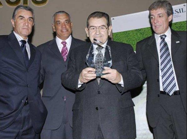 Galardonado por ISIL el año pasado, junto a Juan Carlos Oblitas, Richard Páez y Jorge Barraza (Foto: ISIL)