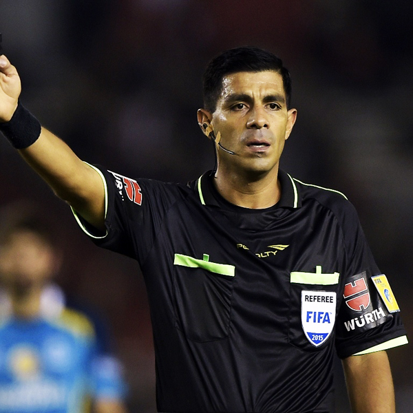 Enrique Cáceres. (Foto: Esportes UOL)