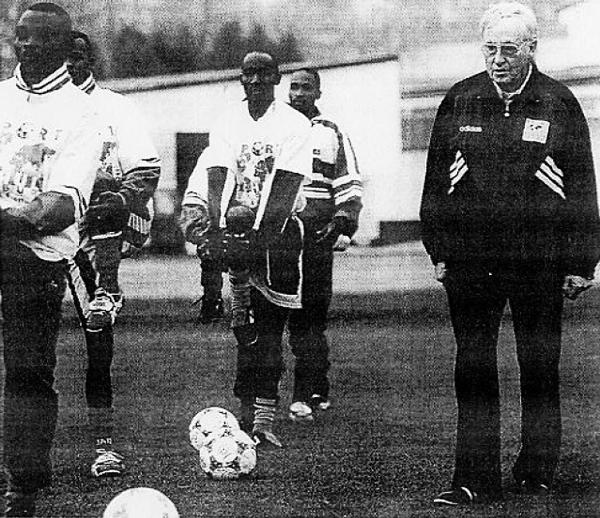 En sus últimos años como técnico, a cargo de la selección de Ruanda (Foto: lequipe.fr)