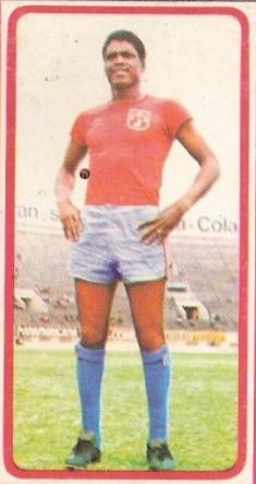 Ángel Avilés con la camiseta del Junín a inicios de 1975, año de su trágica muerte en el campo de juego (Foto: álbum Descentralizado 1975, Editorial Navarrete)