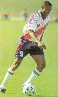 Un breve paso por el fútbol peruano tuvo el camerunés David Embé cuando llegó para jugar por Municipal (Recorte: revista Don Balón Perú)