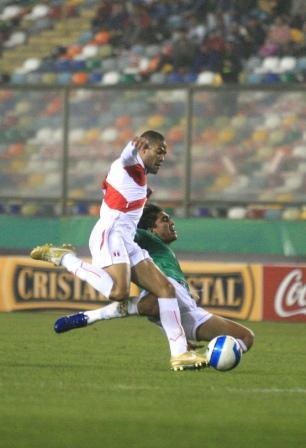 Como todo el bloque defensivo de Perú, Alberto Rodríguez necesitará mayores exigencias para afiatarse de cara al inicio de las Eliminatorias (Foto: Andina)