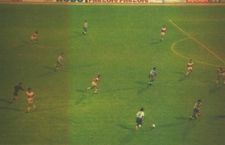 Marzo de 1998: dirigiendo a Vélez, Bielsa llegó a alinear a cinco delanteros frente a Argentinos Juniors (Foto: El Gráfico Argentina)