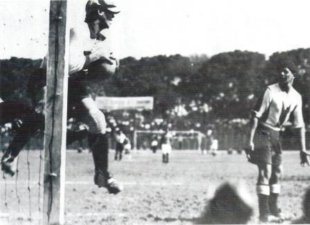 Víctor Guarderas Lavalle (derecha), cuando aún era una imagen respetada en el fútbol peruano (Foto: Libro de Oro de Alianza Lima)